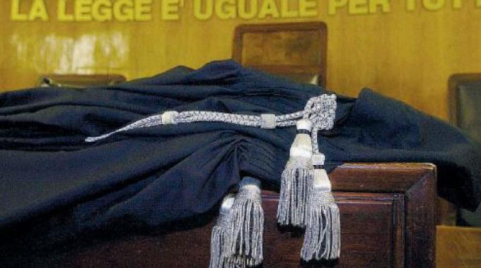 Minacce postali all 39 avvocato vanni vecchioli porto recanati for Scrivania avvocato